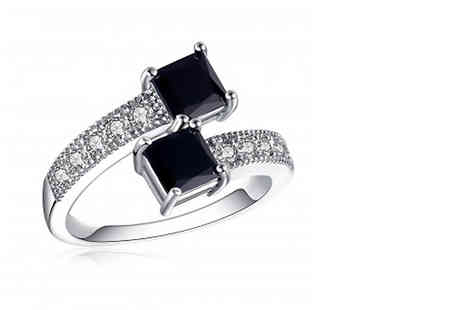 Your Ideal Gift - Black crystal ring - Save 82%