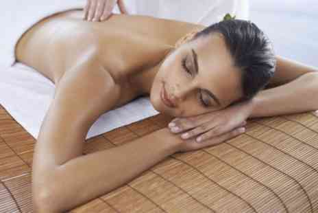Roll Fit & Beauty - 30 Minute Back, Neck and Shoulder Swedish Massage - Save 36%