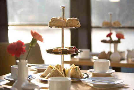 OMGhotels - Three Star overnight London stay including an afternoon tea cruise on the Thames - Save 36%
