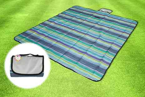 Yes Online - Four person waterproof picnic blanket - Save 60%