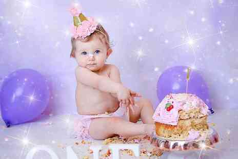 Studio O & A - Newborn photoshoot including two prints and a keyring, plus a cake smash photoshoot with an A4 canvas - Save 94%