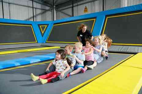Oxygen Free Jumping - Free jumping birthday party for up to 10 kids, including food and drink - Save 51%