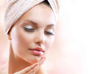 Celebeauty Smile - Opera LED facial with microdermabrasion and a gold collagen mask - Save 86%