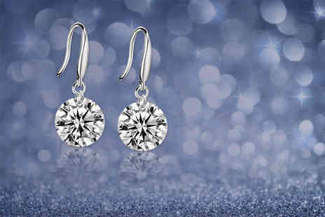 Your Ideal Gift - Pair of silver plated drop earrings made with crystals from Swarovski - Save 86%