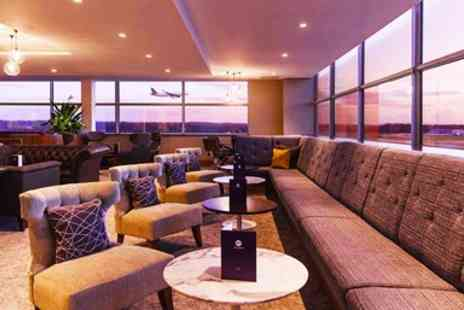 No1 Lounges - London Airport Lounges Entry with Food & Prosecco - Save 38%