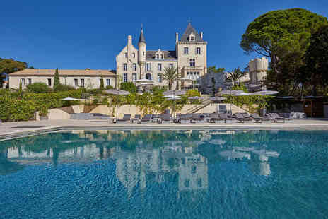 chateau les carrasses - Chic Suite Getaway For Two in the South of France - Save 25%