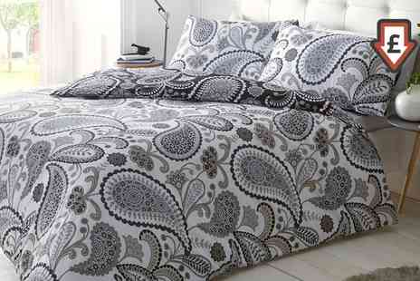 Groupon Goods Global GmbH - Pieridae Bold Paisley Print Duvet Cover Set - Save 71%