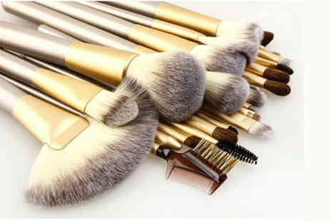 Forever Cosmetics - 12 piece champagne makeup brush set - Save 75%