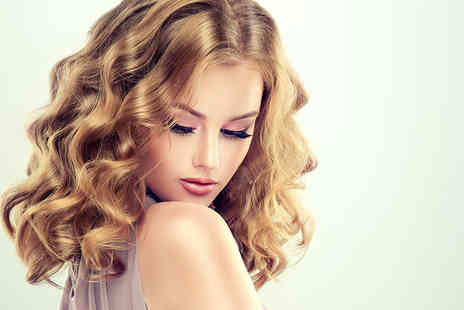 Lux Studio - Wash, cut and blow dry - Save 47%