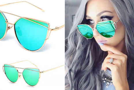 Treats on Trend - Green cat eye sunglasses - Save 68%