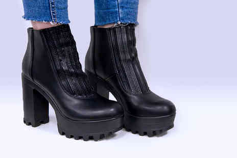 Loud Look - Pair of black ankle boots - Save 67%