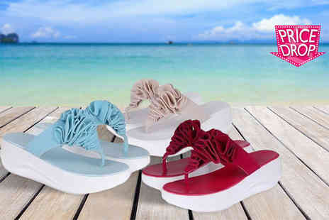 Tomllo - Pair of toning flip flops choose from three colours - Save 80%