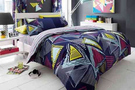 Ezee Dealz - Single, double or king size pop triangle duvet cover and pillow case set - Save 62%