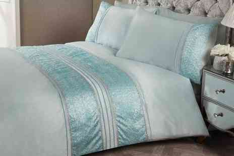 Groupon Goods Global GmbH - Rapport Home Rhinestone Aurora Duvet Cover Set - Save 60%