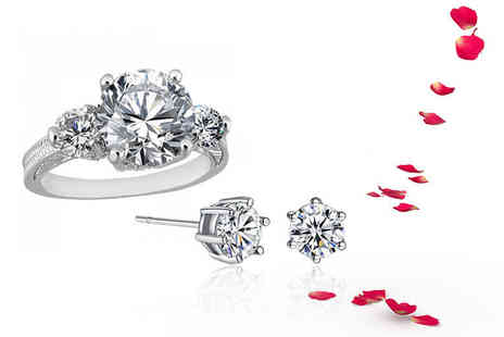 Your Ideal Gift - Clear ring and pair of earrings made with crystals from Swarovski - Save 88%