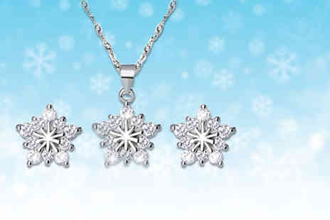 Solo Act - Snowflake necklace and earring set - Save 69%