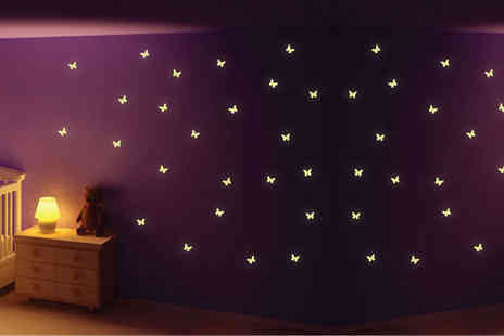 Deco Matters - Pack of glow in the dark butterfly stickers - Save 73%