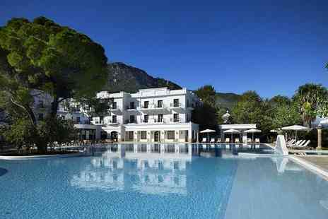 Bargain Late Holidays - Three, five or seven night 5 Star all inclusive Greece break including flights - Save 26%