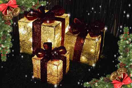 SHS Trading - Three LED battery powered light up Christmas parcels choose from two colour schemes - Save 56%