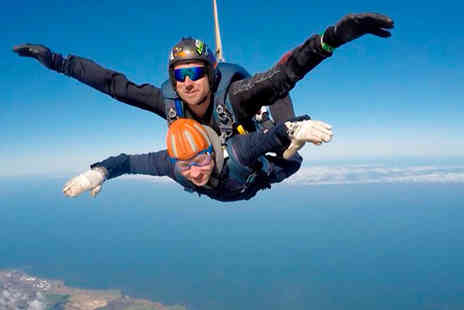 Skydive Academy - 7,500ft or 9,000ft tandem skydive experience - Save 26%