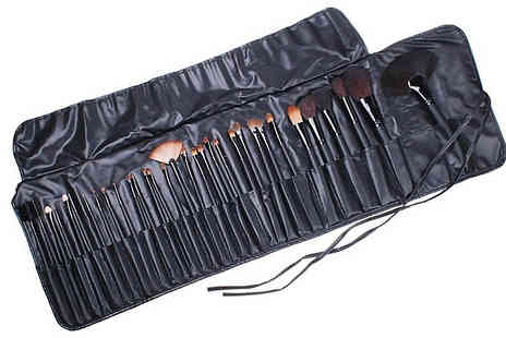 YEPKO - 32 Piece MakeUp Brush Set With Case - Save 41%