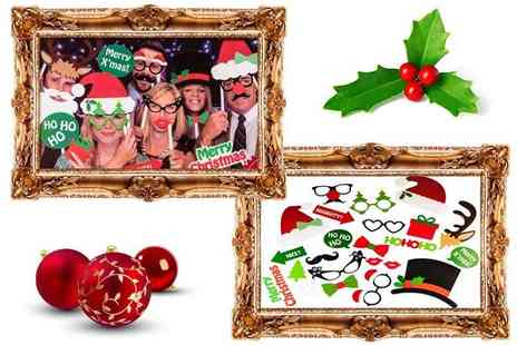 Paperdollz - 25 piece Christmas photo booth set - Save 72%