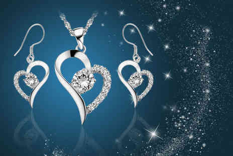 Your Ideal Gift - Crystal heart duo set made with crystals from Swarovski - Save 89%