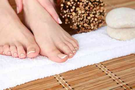 London Ladies Hair & Beauty Clinic - One session of laser fungal nail treatment - Save 81%