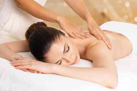 Eterno Clinic and Spa - Organic Herbal Facial and Choice of 30 Minute Massage - Save 44%