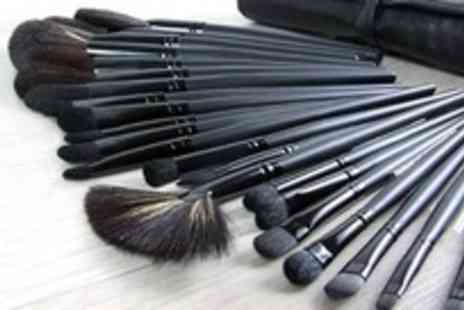 Genee Wenee - 32 piece make up brush set with faux leather bag - Save 73%