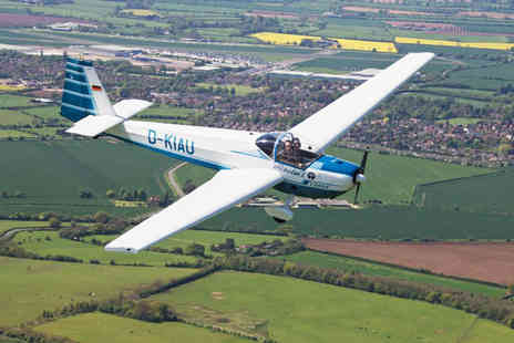 MotorGlide - 45 minute introductory flying experience with 15 minutes in the aircraft or hour long experience with 30 minutes in the aircraft - Save 50%