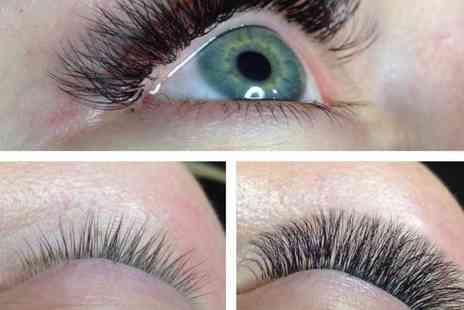 Glamformation The Makeup Studio - Full set of 3D volume eyelash extensions - Save 40%