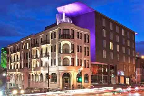 Hotel 10 - Striking Montreal Hotel incl. Breakfast - Save 0%