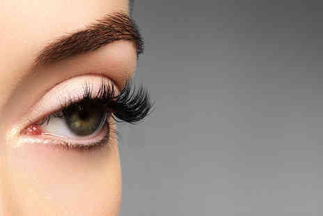 LC Aesthetics London - Glamorous party eyelash extensions - Save 52%