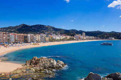 Hotel Helios Lloret - Four Star Costa Brava Hotel Stay For Two Only 150 Yards From the Beach - Save 80%