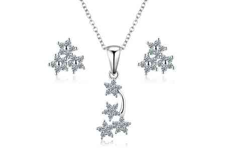 Groupon Goods Global GmbH - Sreema London Star Necklace and Earrings Set - Save 83%