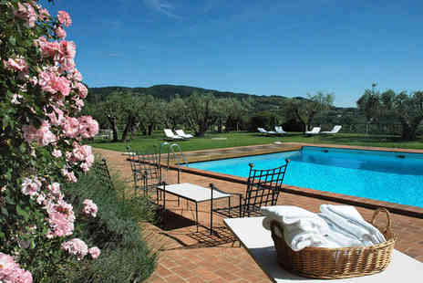 Le Tre Vaselle - Five Star 17th Century Rural Umbrian Retreat For Two - Save 80%