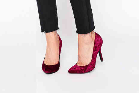 Forever Love Me - Pair of velvet court shoes in black and burgundy - Save 63%