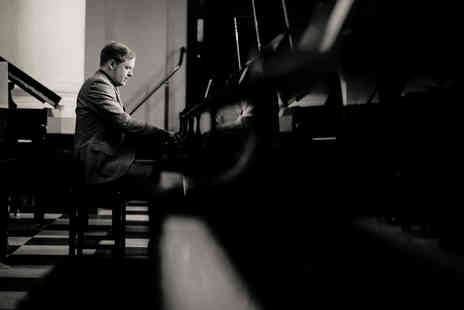 Warren Mailley Smith - Ticket to a candlelit Valentines piano concert with a glass of bubbly - Save 40%