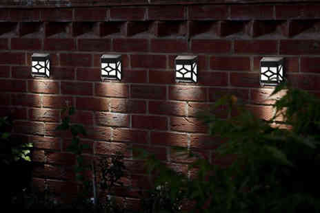 Zoozio - Two, four, six or eight Tiffany style solar fence lights - Save 59%