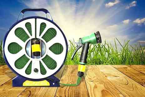 Direct 2 Publik - 50ft garden flat hose & spray nozzle with seven settings - Save 83%