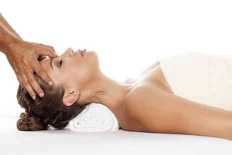 Hearts Beauty - 30 minute Indian head massage - Save 52%