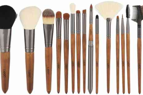 Groupon Goods Global GmbH - LaRoc 15 Piece Wood Handled Brush Set - Save 35%