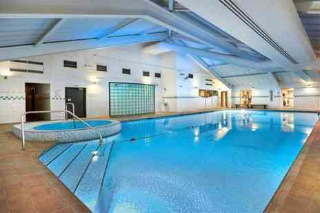 Livingwell Bristol - Spa day pass and glass of Prosecco each for two - Save 0%