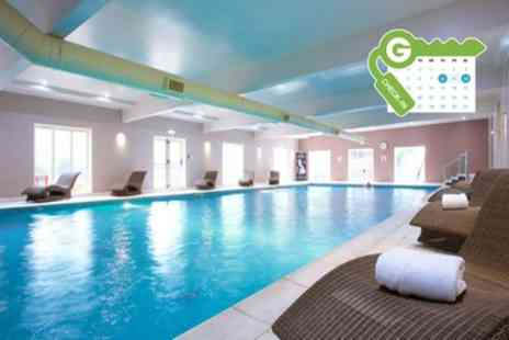 Hallmark Hotel Manchester - One Night Stay for 2 with Breakfast, Health Club and Optional Wine, Dinner, Treatment - Save 12%