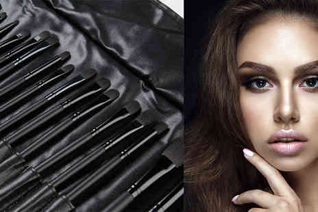 LaRoc - 32 piece makeup brush set - Save 75%