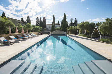 Hameau des Baux - Five Star Idyllic Location in Les Baux de Provence For Two - Save 24%