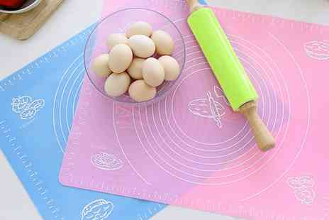 Groupon Goods Global GmbH - Non stick Fondant Pastry Dough Baking Mat in Choice of Colour - Save 0%