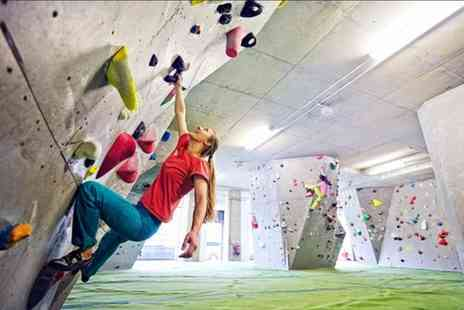 Buyagift - One hour introductory bouldering lesson with a free day pass - Save 0%