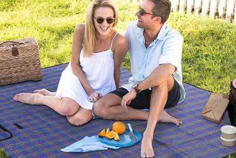 365 Online Shopping - Waterproof picnic rug - Save 58%